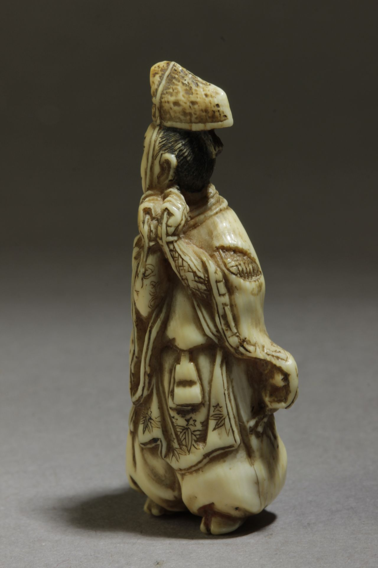 A 19th century Japanese netsuke from Edo period. Signed Shosai - Image 2 of 4