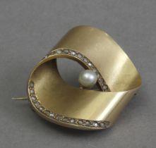 A mid 20th century brooch
