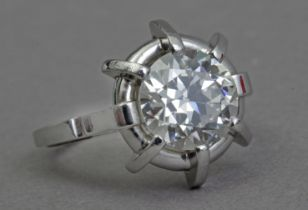A first haf of 20th century 3,5 ct. approx. old brilliant cut diamond solitaire ring