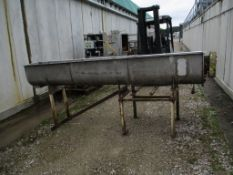 Screw Elevator, approx. 1315cm x 333cm x 44cm (understood to be poor/ working condition), loading