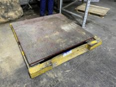 Load Cell Weighing Platform, with approx. 1.5m x 1.5m chequer plate load cell platform, steel