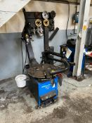 Hofmann Monty 2300 EM TYRE CHANGER, serial no. 0307.6028118.32, year of manufacture 2007, 240V, with