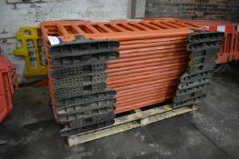 20 JSP Frontier Cross-Link Plastic Barriers, each approx. 2m wide