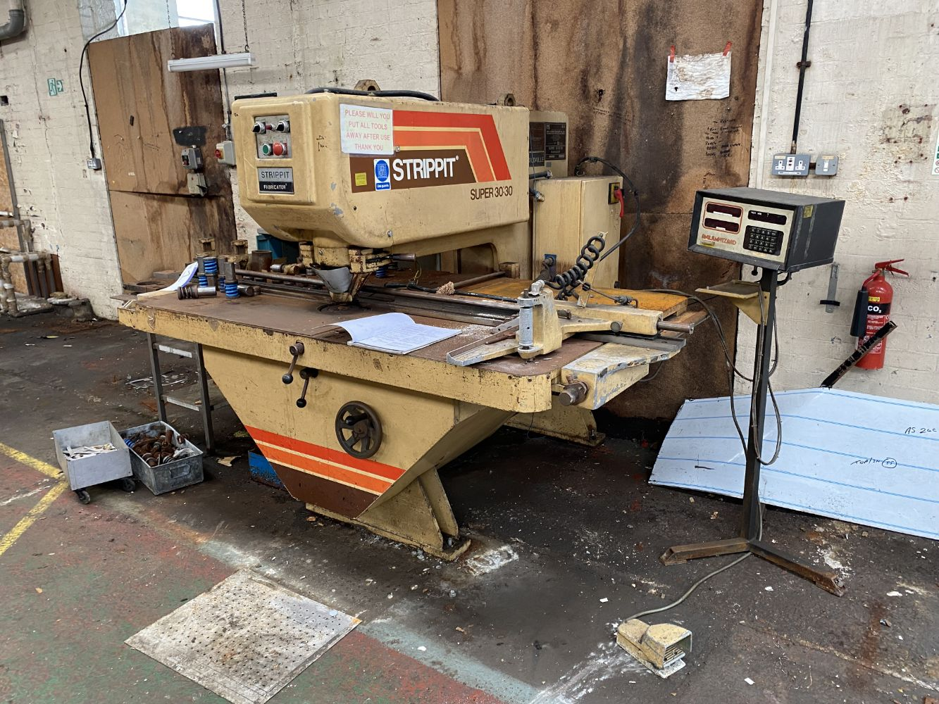 Metalworking, Fabrication & Food Processing Machinery, Space Heaters, Overhead Cranes (5T), Fork Lifts, Office Furniture & Equipment