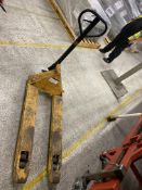 Hand Hydraulic Pallet Truck, 2000kg capacity (known to require attention)Please read the following