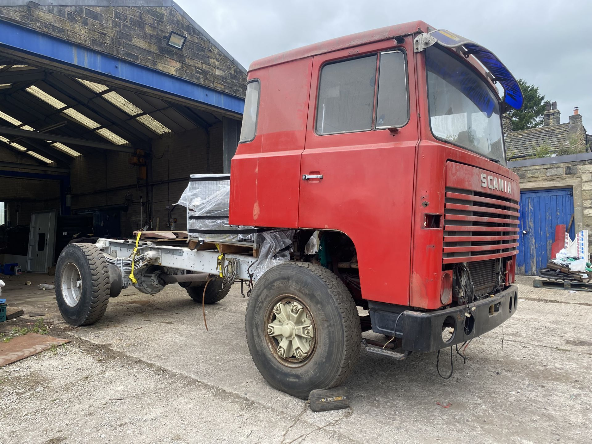 Scania 141 3.8M 4X2 TRACTOR UNIT, 1979, left hand drive, 3.8m wheelbase, 16,700kg gross weight, with - Image 2 of 18