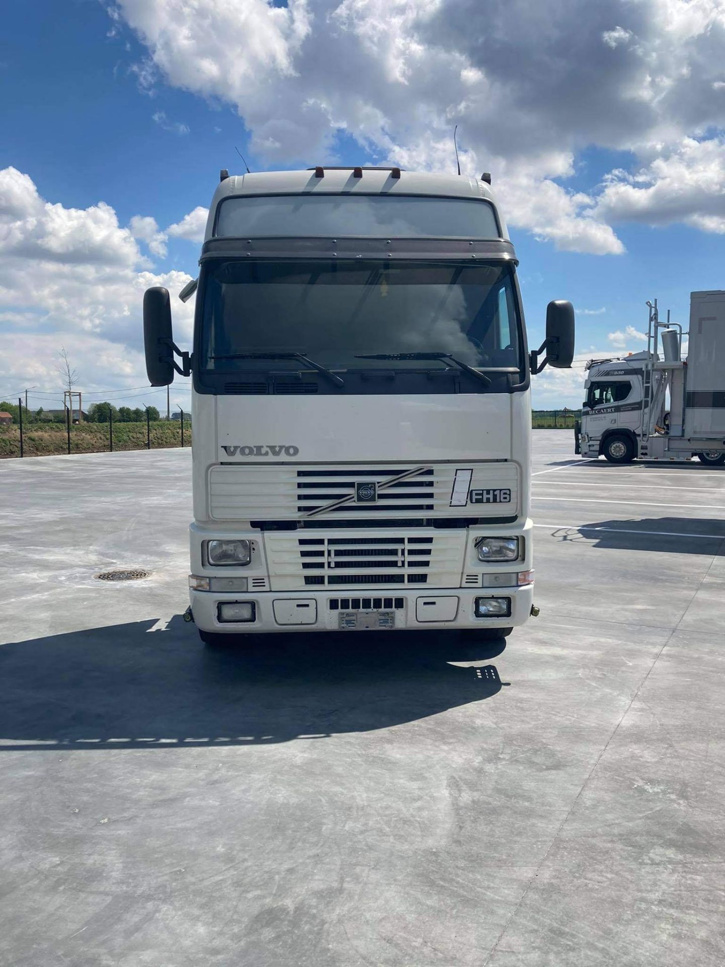 Volvo FH16 VERSION 1 4X2 TRACTOR UNIT, 2000, (Ex Italy) left hand drive, original condition ( - Image 3 of 12