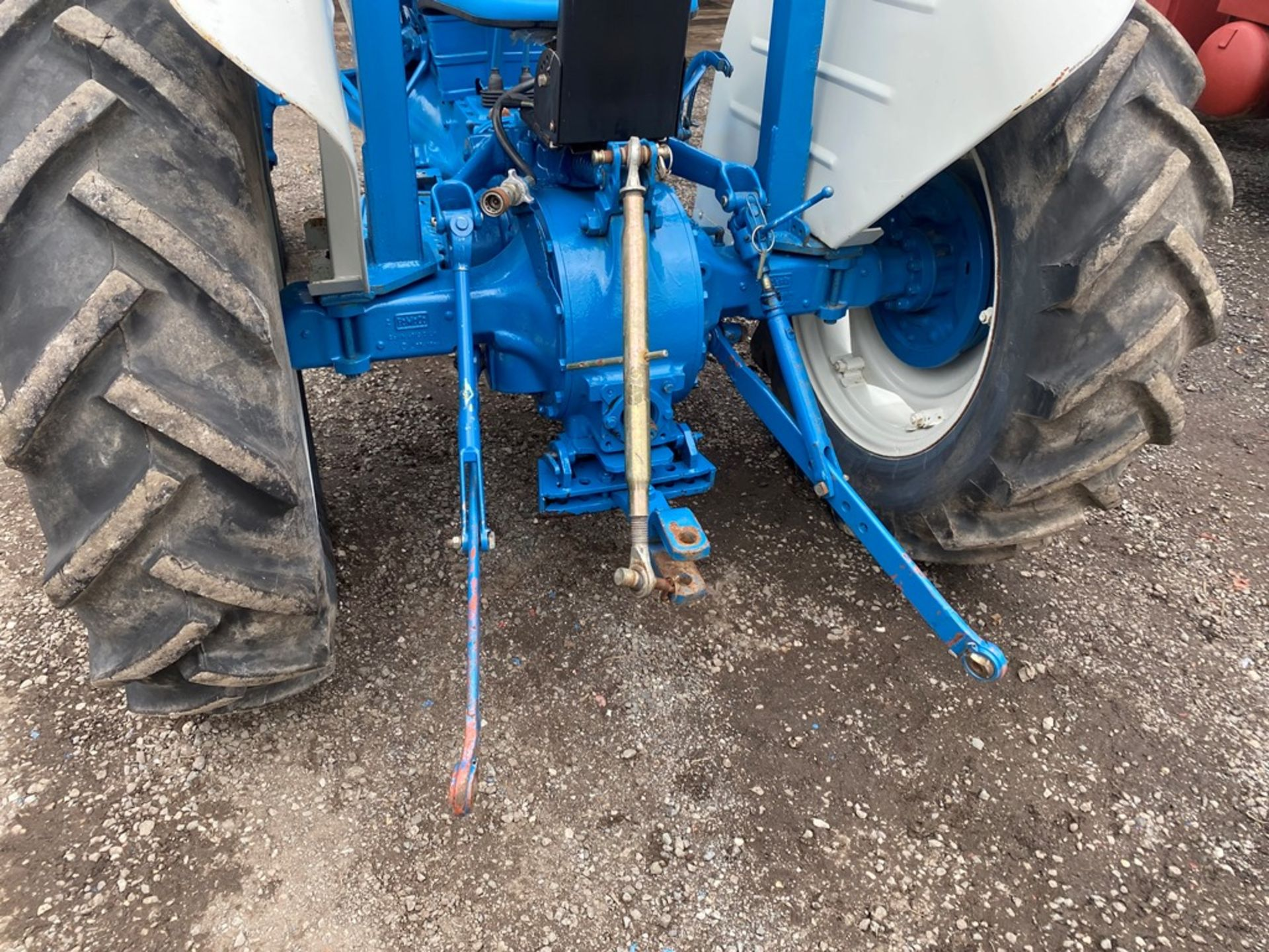 Ford 2000 Agricultural Tractor, vendors comments – nice original condition, clutch is stuck on - Image 5 of 9