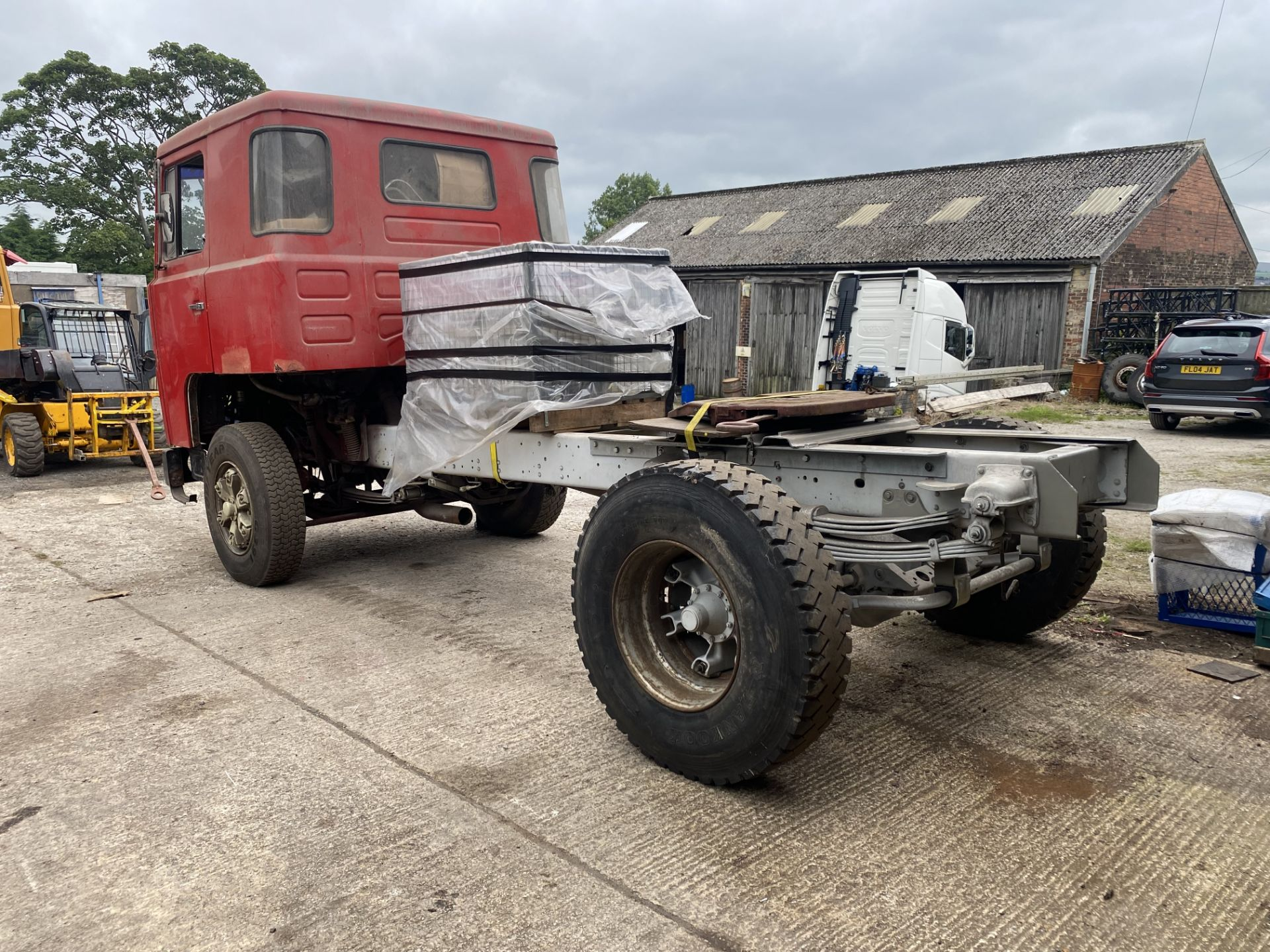 Scania 141 3.8M 4X2 TRACTOR UNIT, 1979, left hand drive, 3.8m wheelbase, 16,700kg gross weight, with - Image 4 of 18