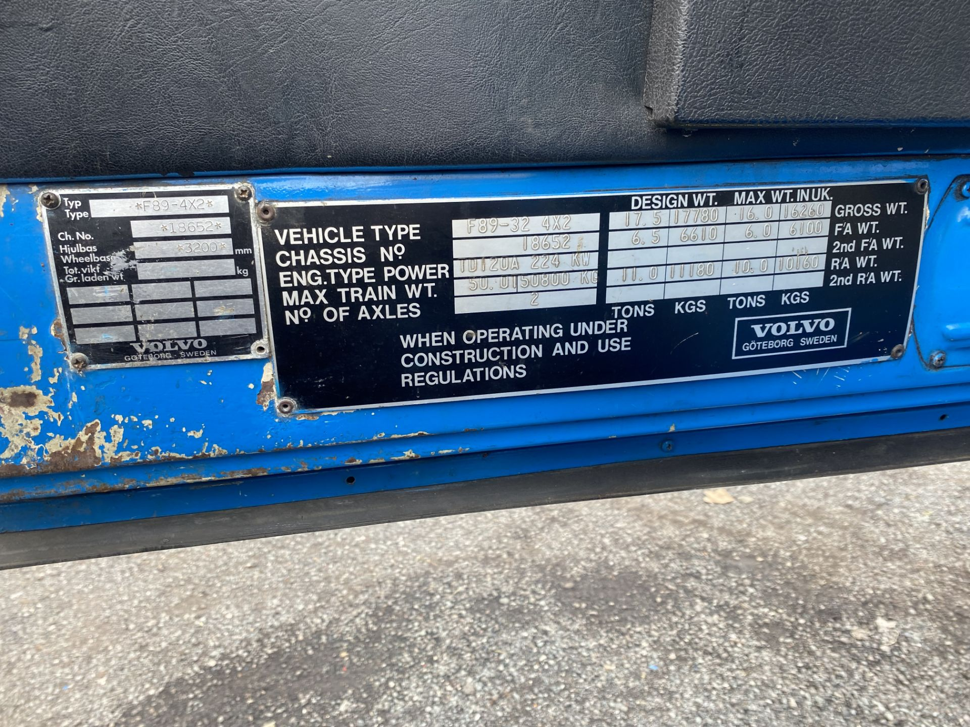 Volvo F89 4x2 Tractor Unit, 1975, left hand drive, (this vehicle does NOT have a V5) vendors - Image 18 of 19