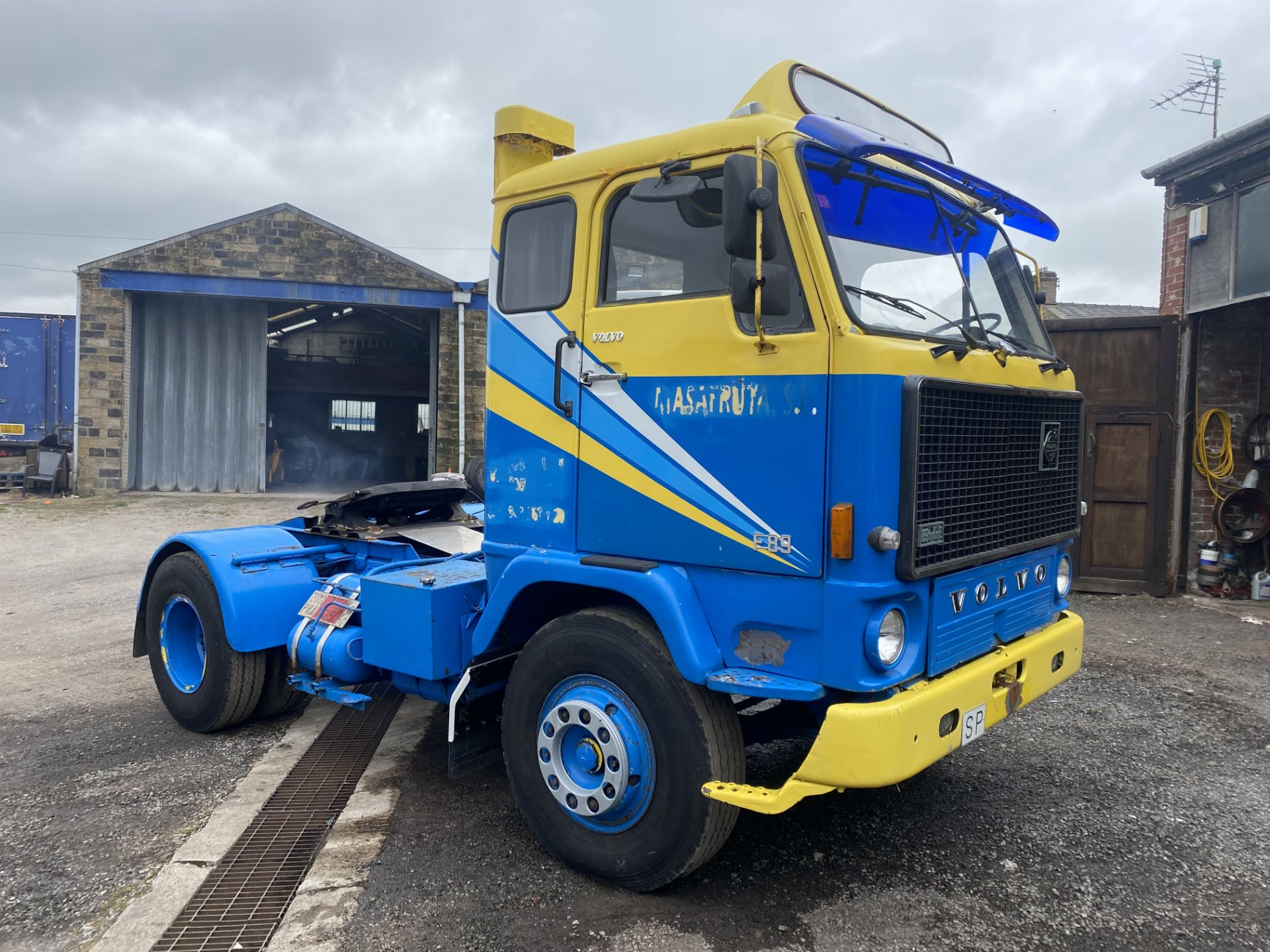 Volvo F89 4x2 Tractor Unit, 1975, left hand drive, (this vehicle does NOT have a V5) vendors - Image 2 of 19