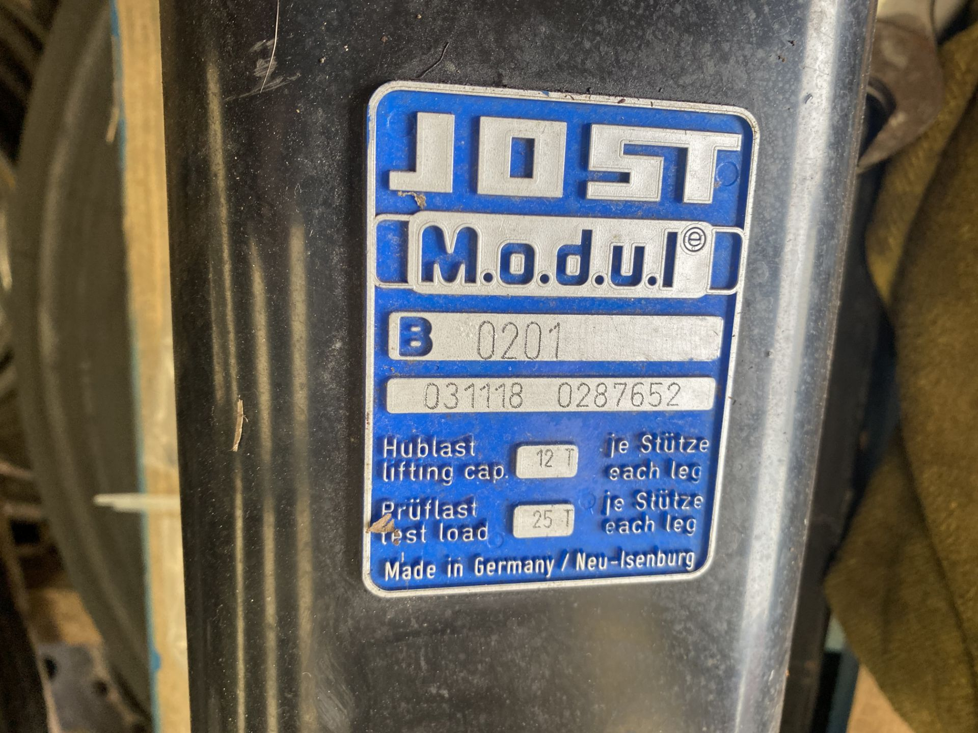 Jost Modul 0201 Tractor Unit Landing Legs, as set out on pallet(this lot is subject to 15% buyer' - Image 3 of 4