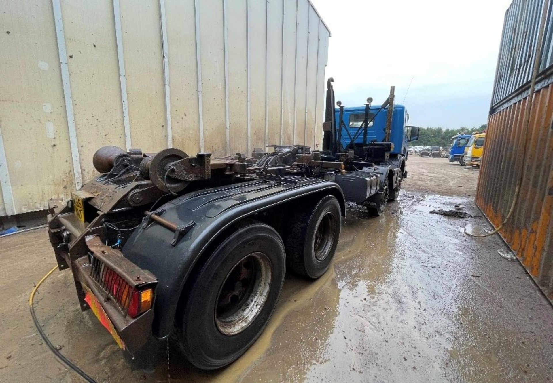 Scania P420 8x4 Hook Lift Truck, registration no. MX55 DND, date first registered 09/2005, indicated - Image 4 of 5