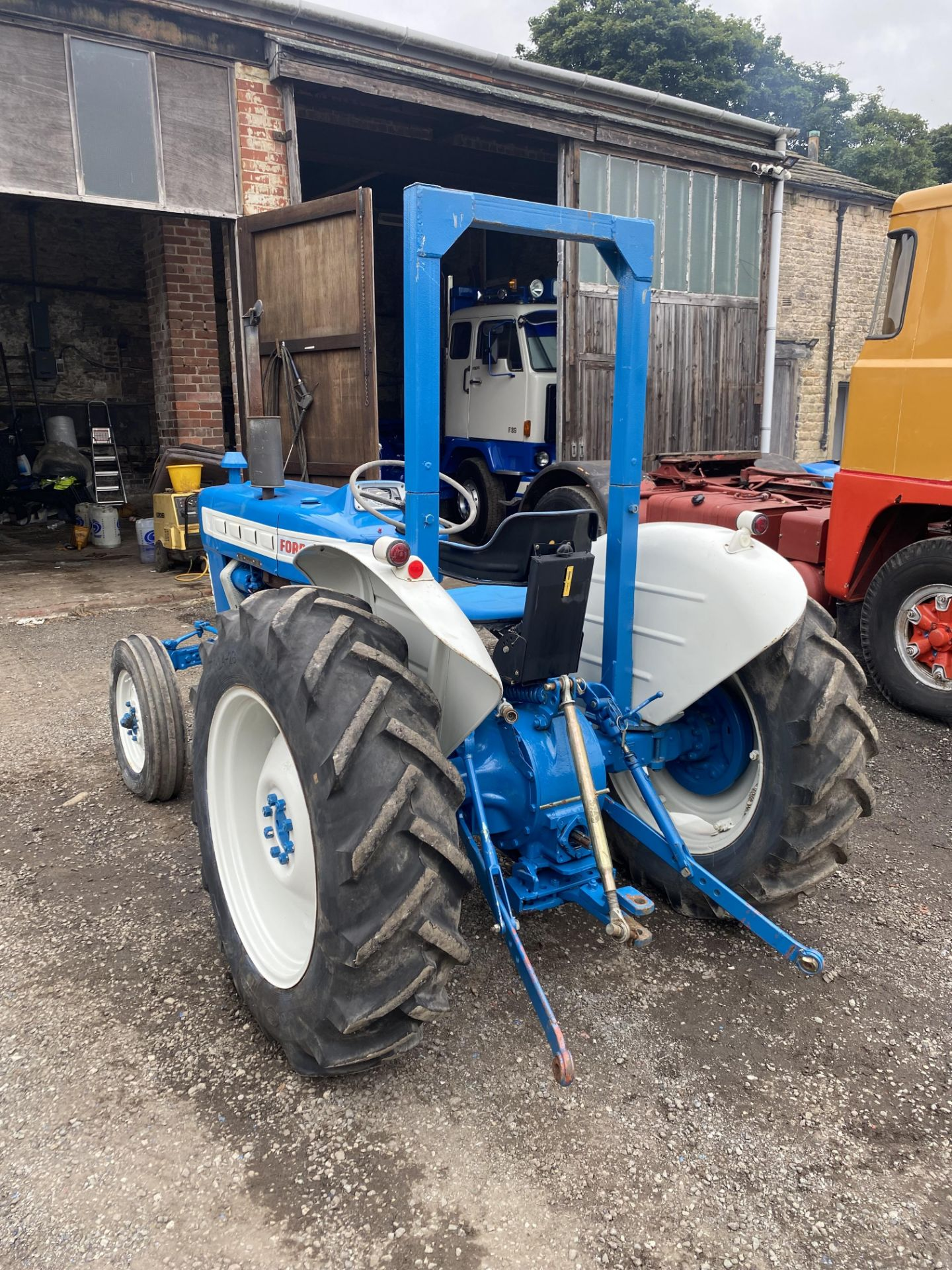 Ford 2000 Agricultural Tractor, vendors comments – nice original condition, clutch is stuck on - Image 4 of 9