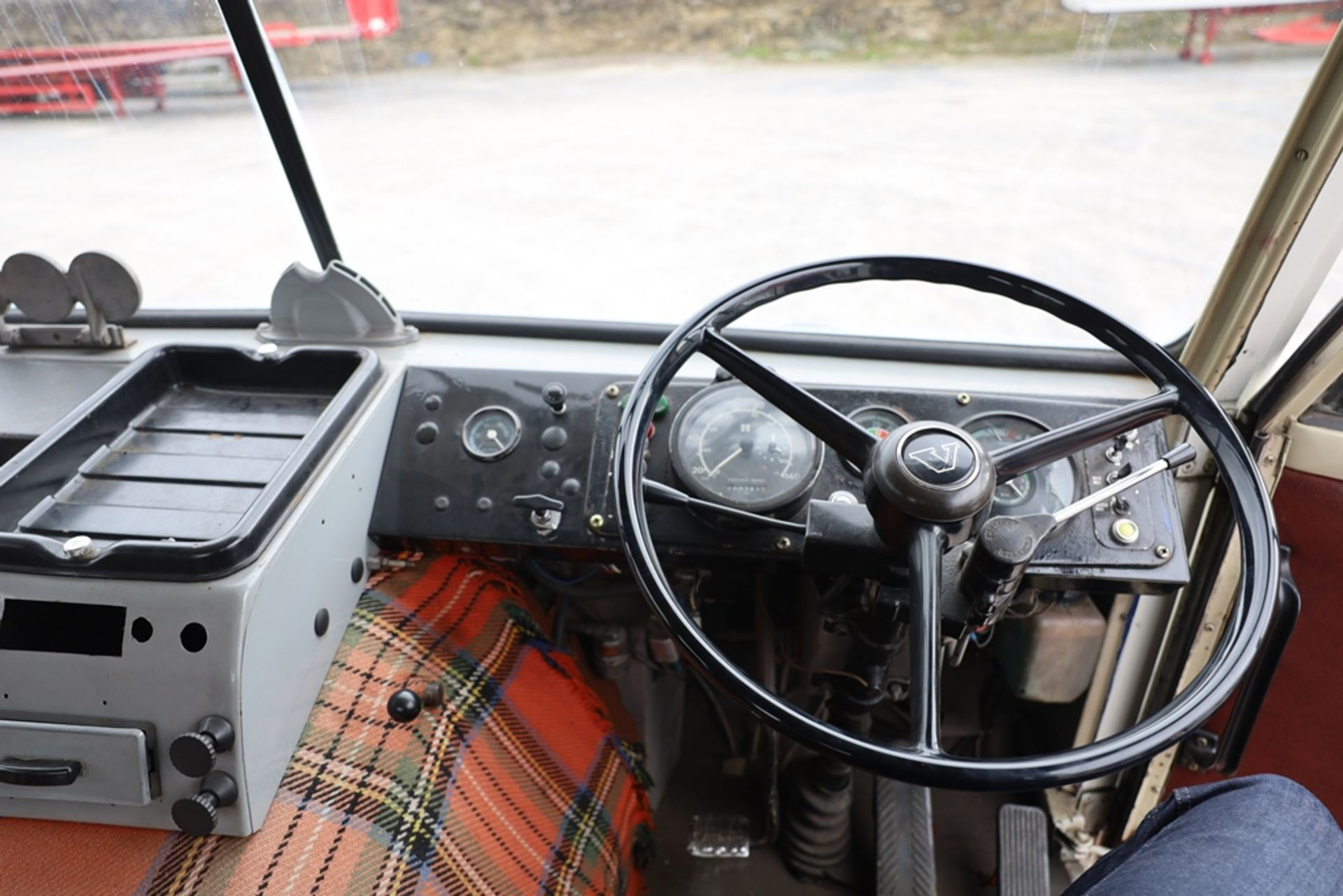 Volvo F88.240 4X2 TRACTOR UNIT, registration no. NAW 500G, date first registered 13/08/1968, fully - Image 10 of 11