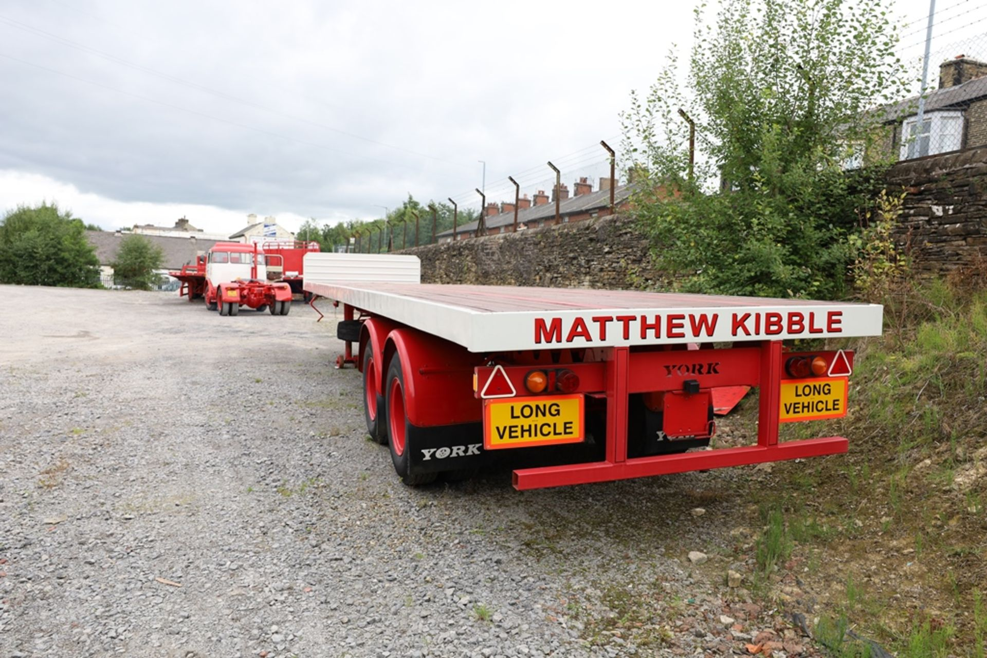 York SL 36 W/S 36ft Tandem Axle Timber Board Flat Semi Trailer, year of manufacture 1971, vendors - Image 2 of 8