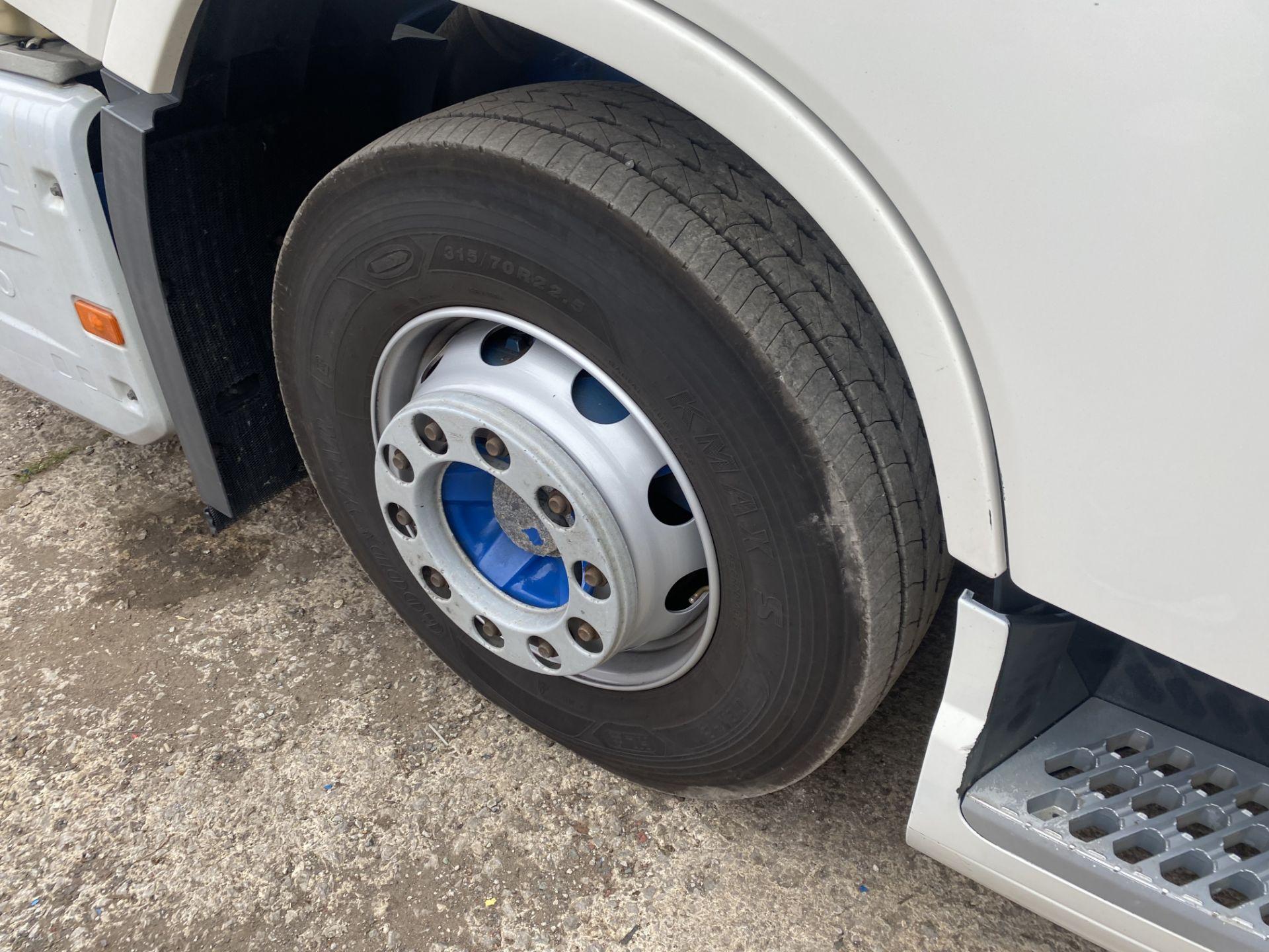 Volvo FH V4 460 GTXL 6X2 TRACTOR UNIT, registration no. V13 JAT, date first registered 01/05/2015, - Image 10 of 17