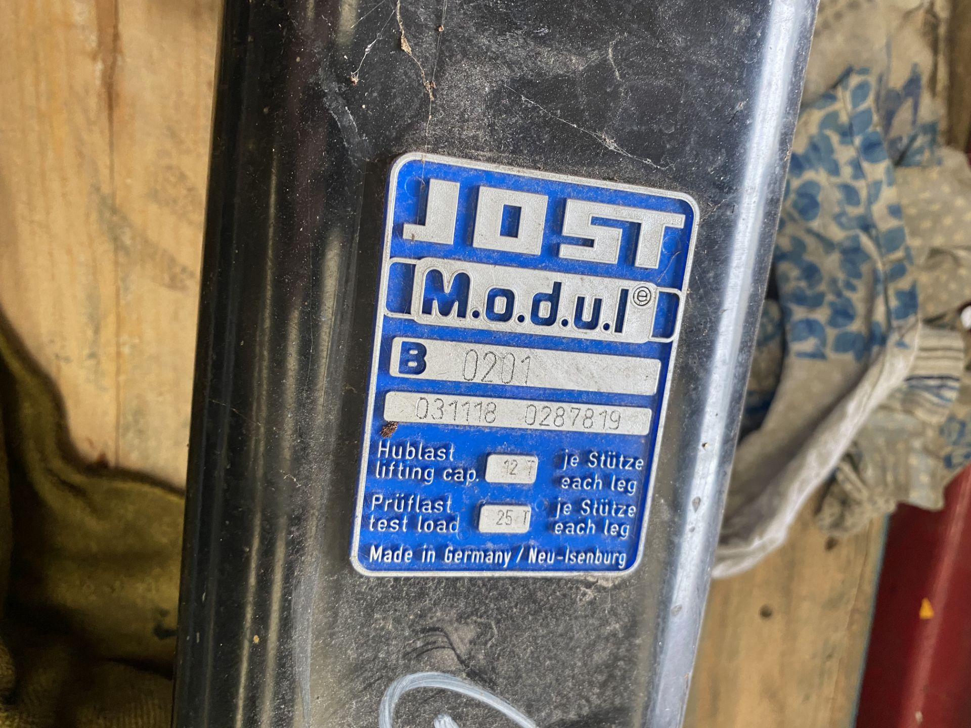 Jost Modul 0201 Tractor Unit Landing Legs, as set out on pallet(this lot is subject to 15% buyer' - Image 4 of 4