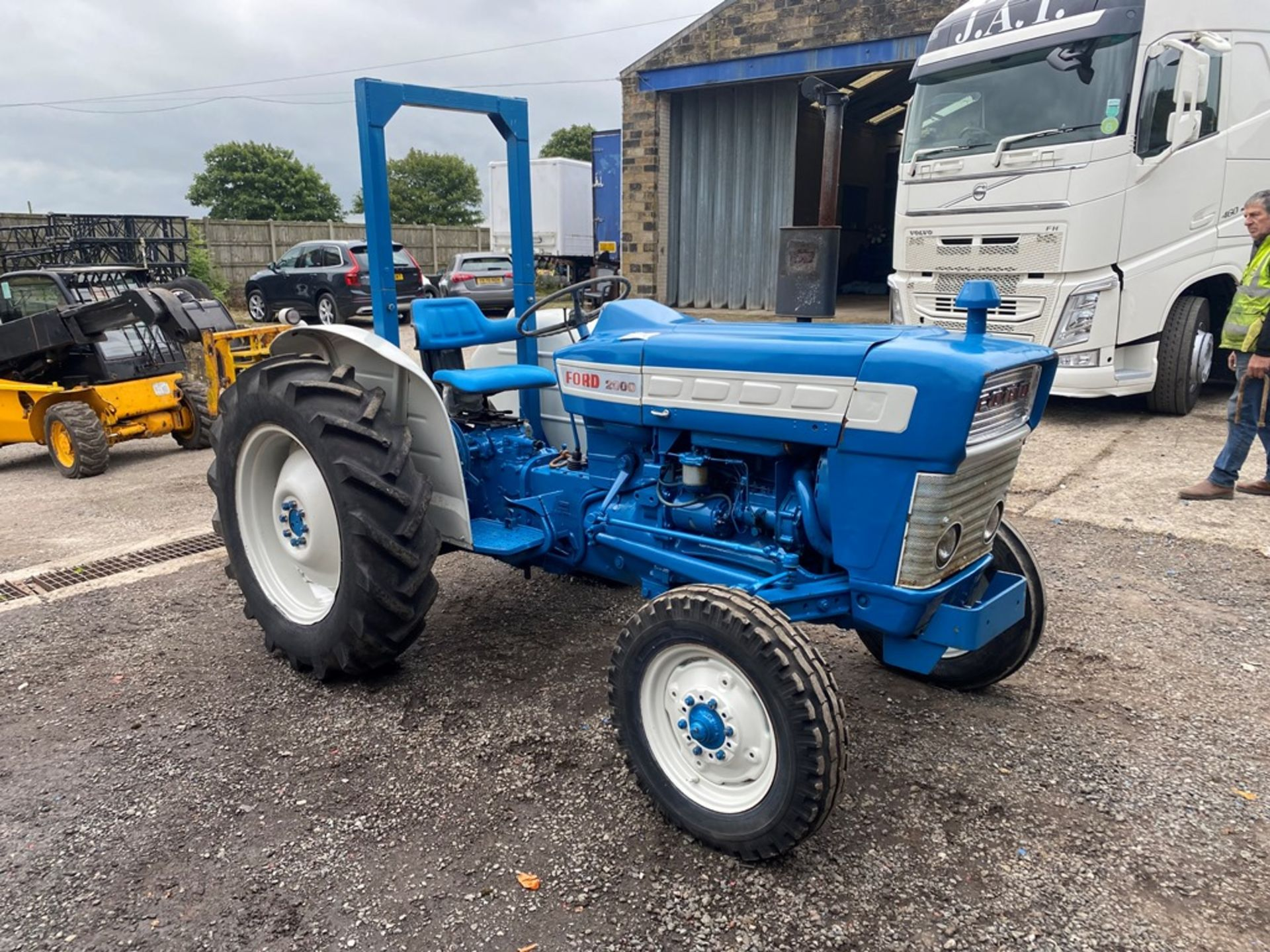 Ford 2000 Agricultural Tractor, vendors comments – nice original condition, clutch is stuck on - Image 2 of 9