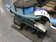 Shoham Pneumatic Punch Tool, Model COM5 Type T11, serial no. 589, year of manufacture 2005Please
