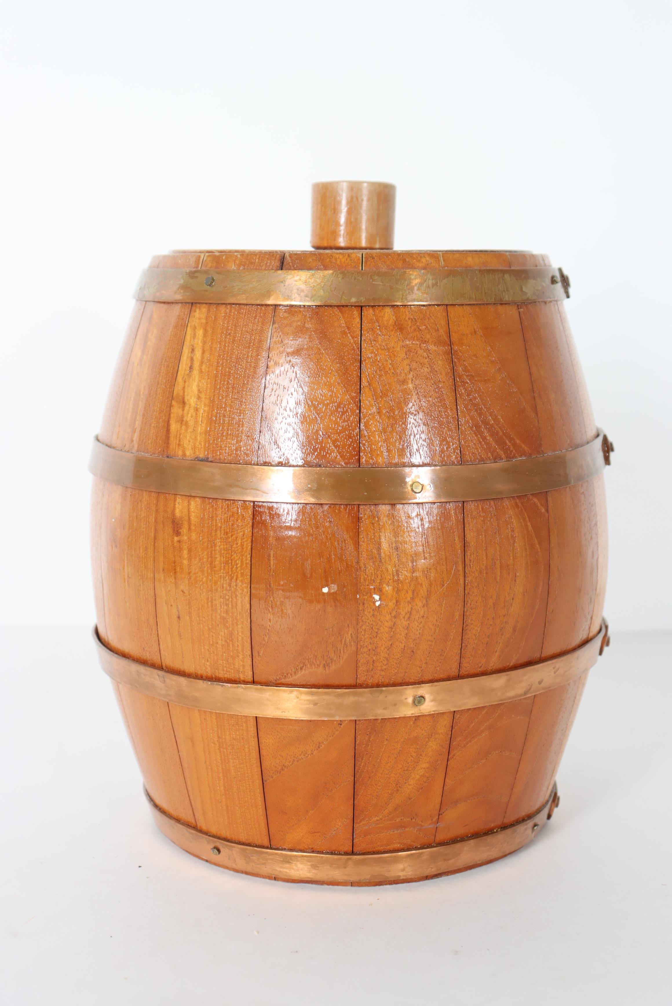 Small Lidded Wooden Barrel w Copper Bands - Image 4 of 4