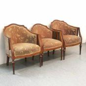 Drei Sessel und zwei Stühle