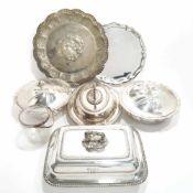 Vier Warmhalteschüsseln, zwei Platten, Eisbehälter