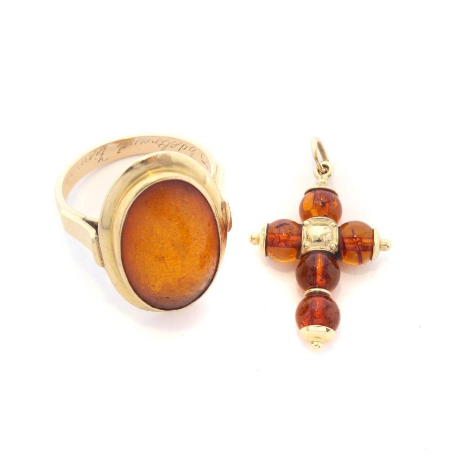 Kreuzanhänger und Ring