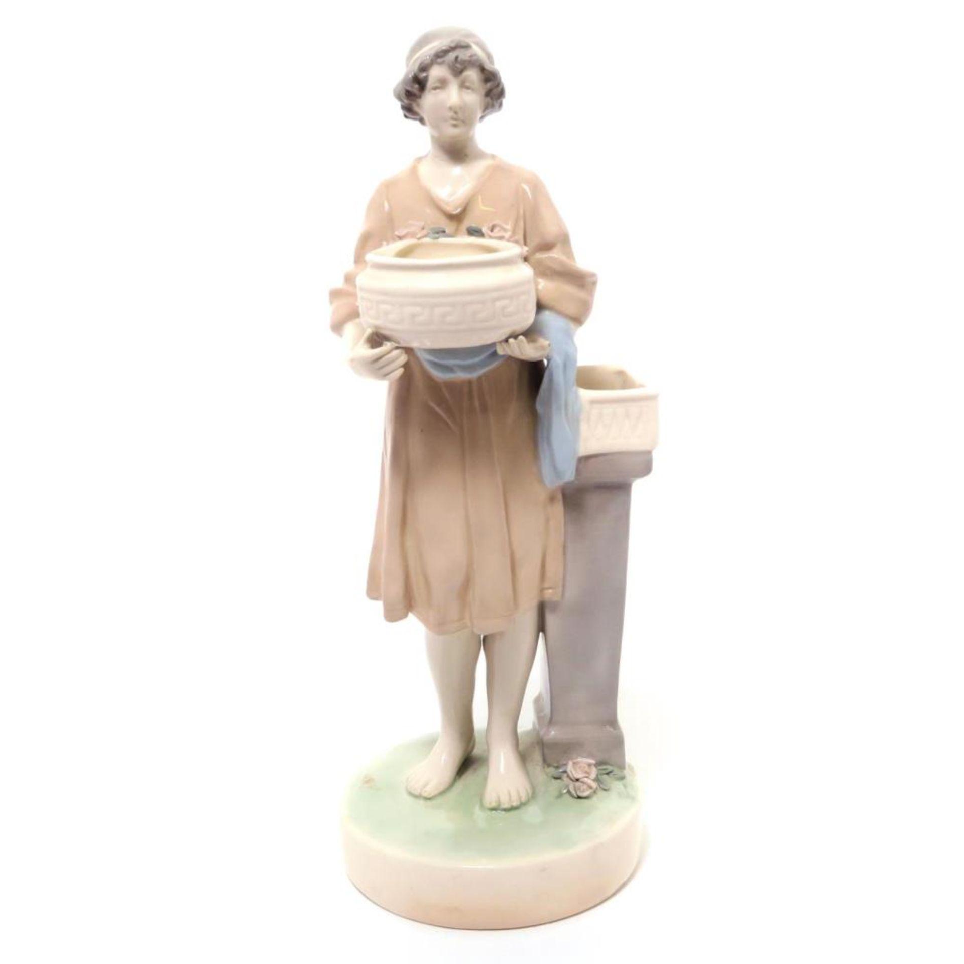Vase: Knabe mit Schale