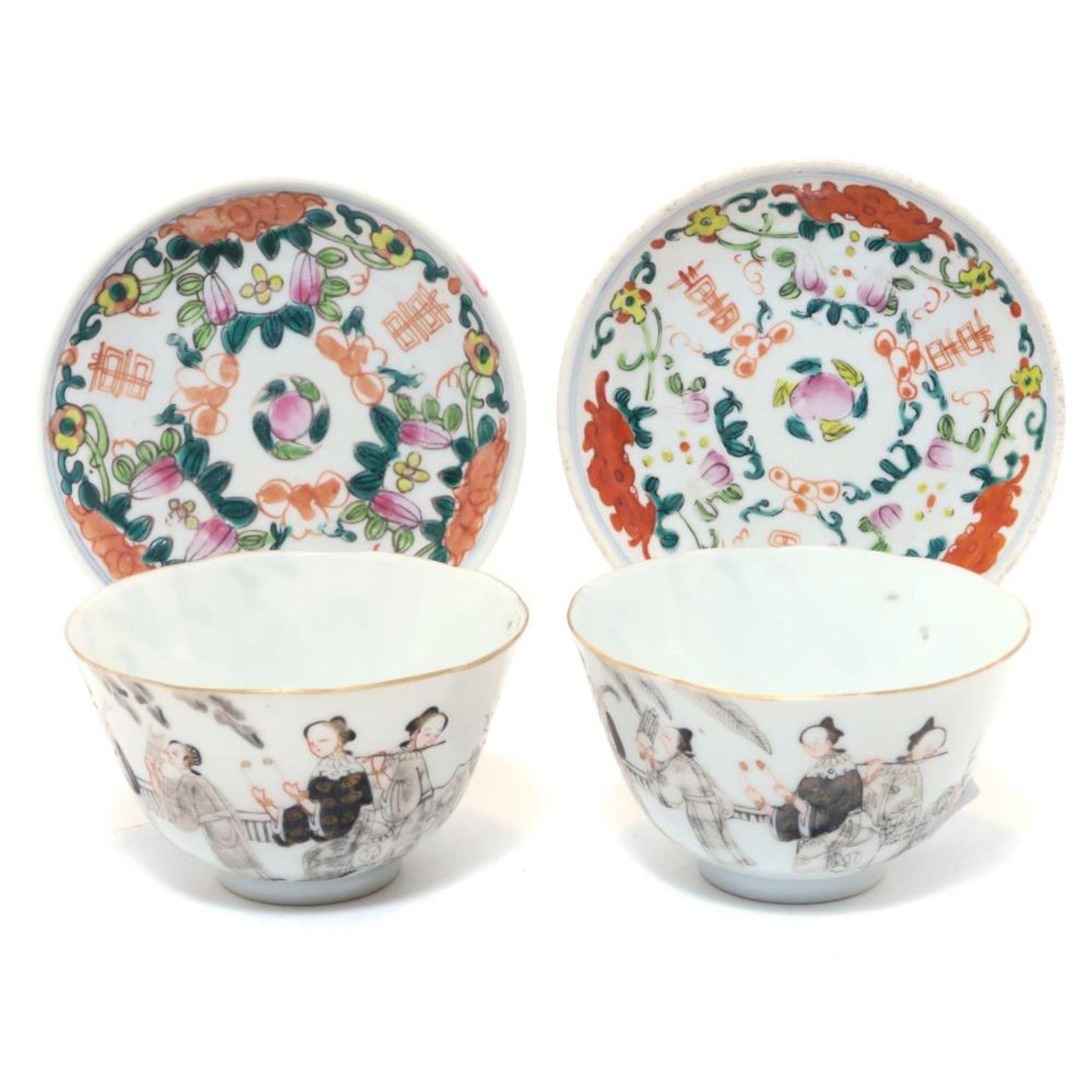Ein Paar Koppchen und zwei kleine Teller