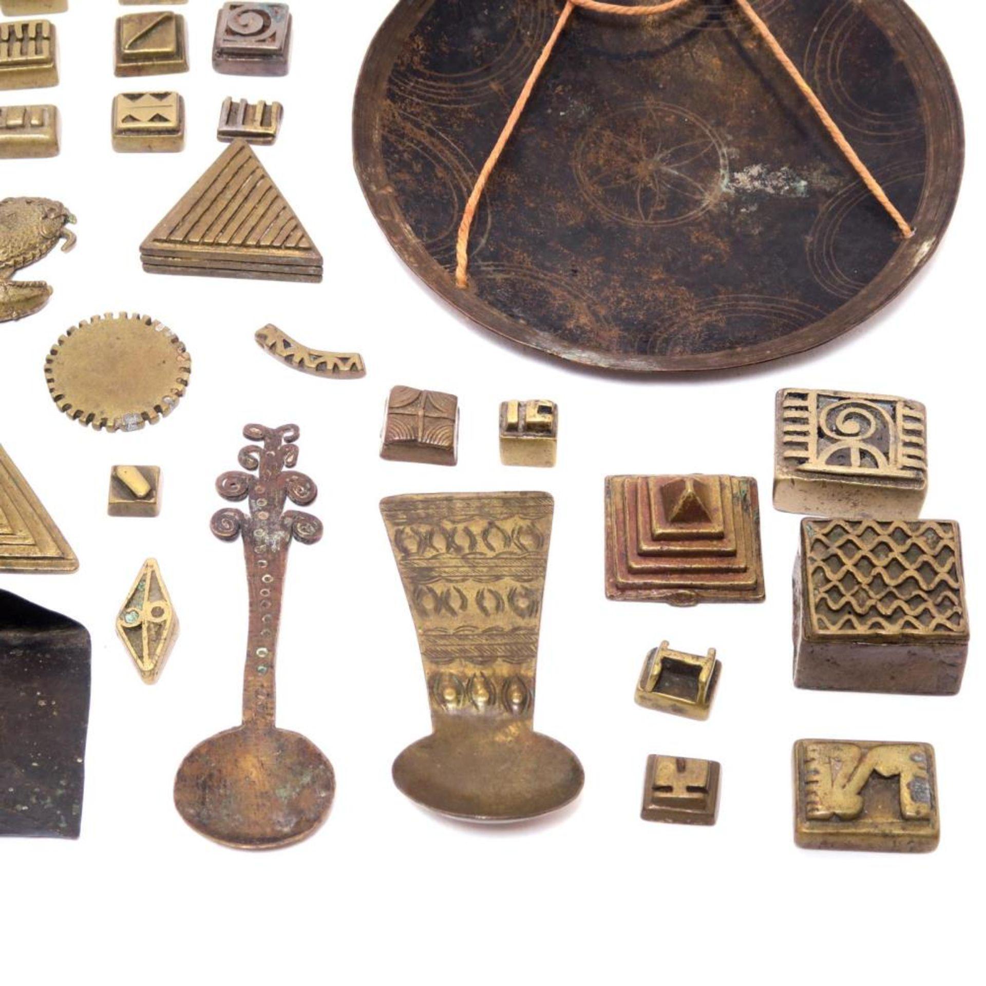 Utensilien zum Wiegen von Goldstaub, 51tlg. - Bild 2 aus 4