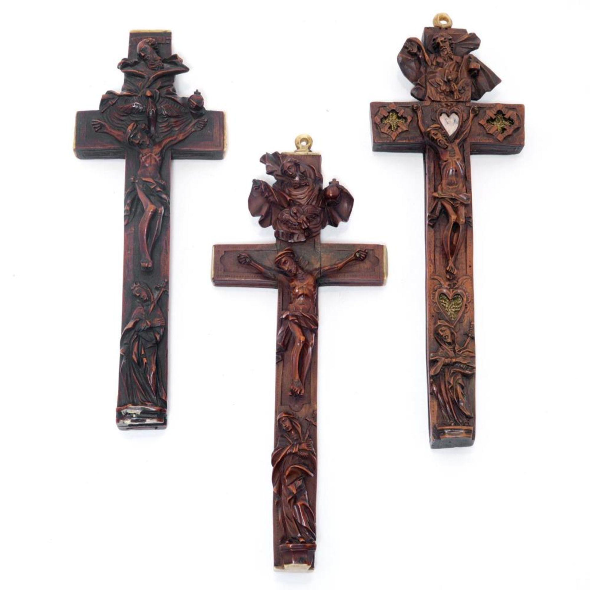 Drei Reliquienkreuze