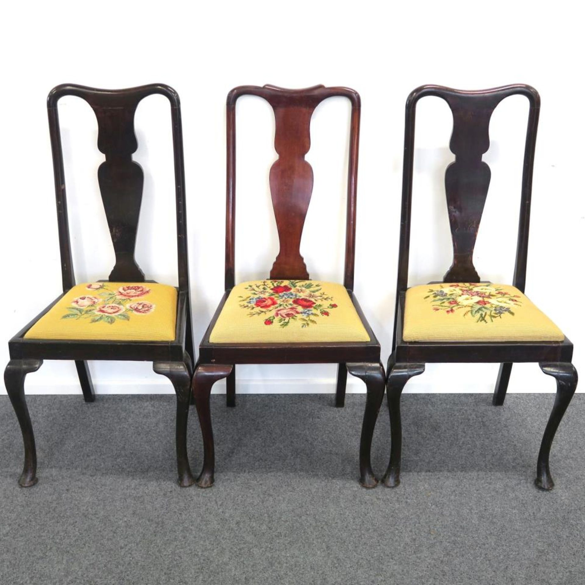 Acht Stühle