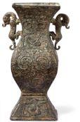 """Große Vase in """"Tsun""""-Form China, 19."""