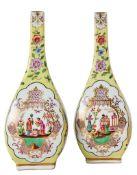 Paar Vasen in Form von Sakeflaschen