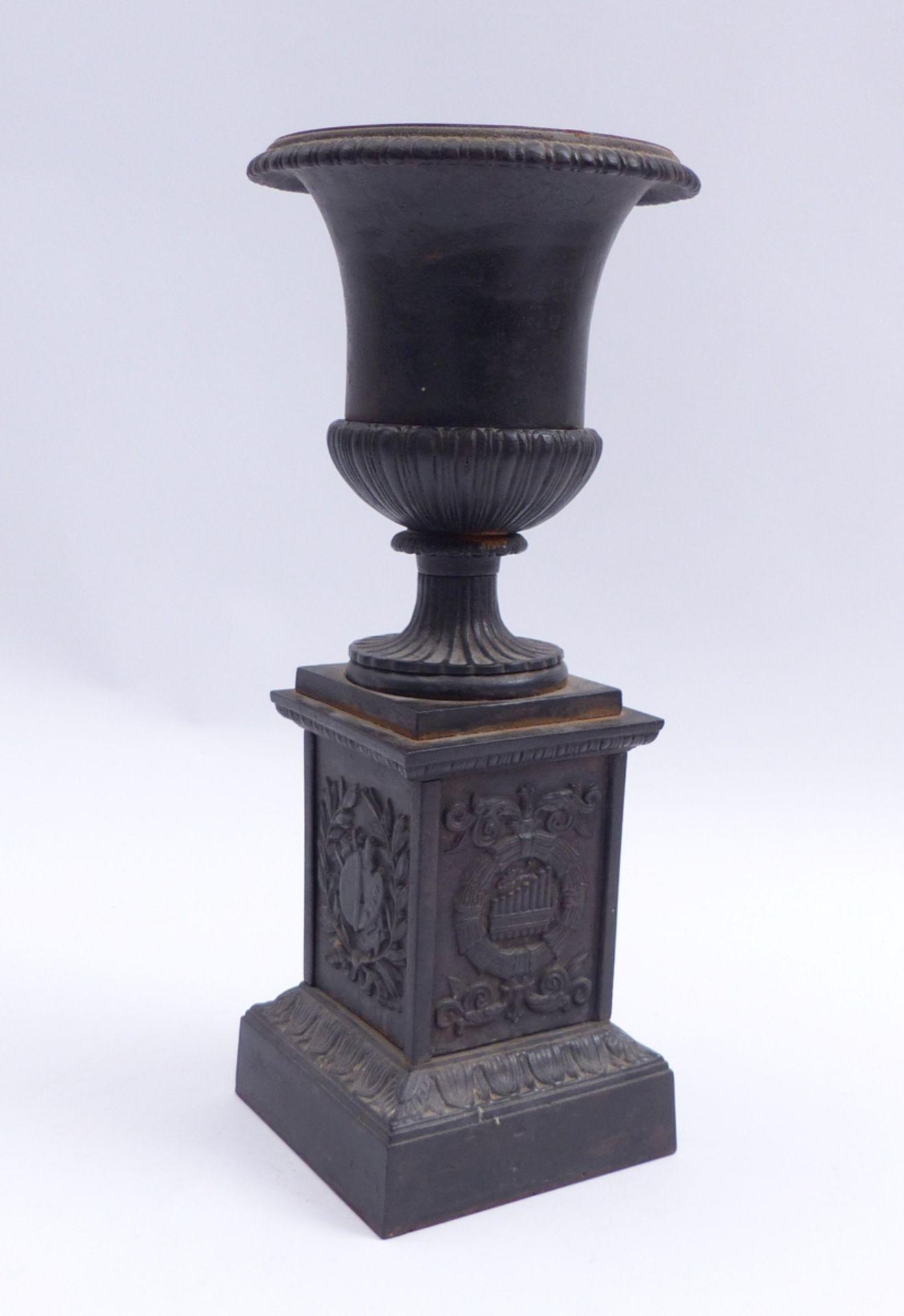 Vase auf Postament - Bild 2 aus 2