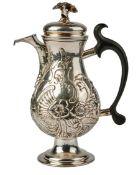 Kaffeekanne mit Rocaillendekor