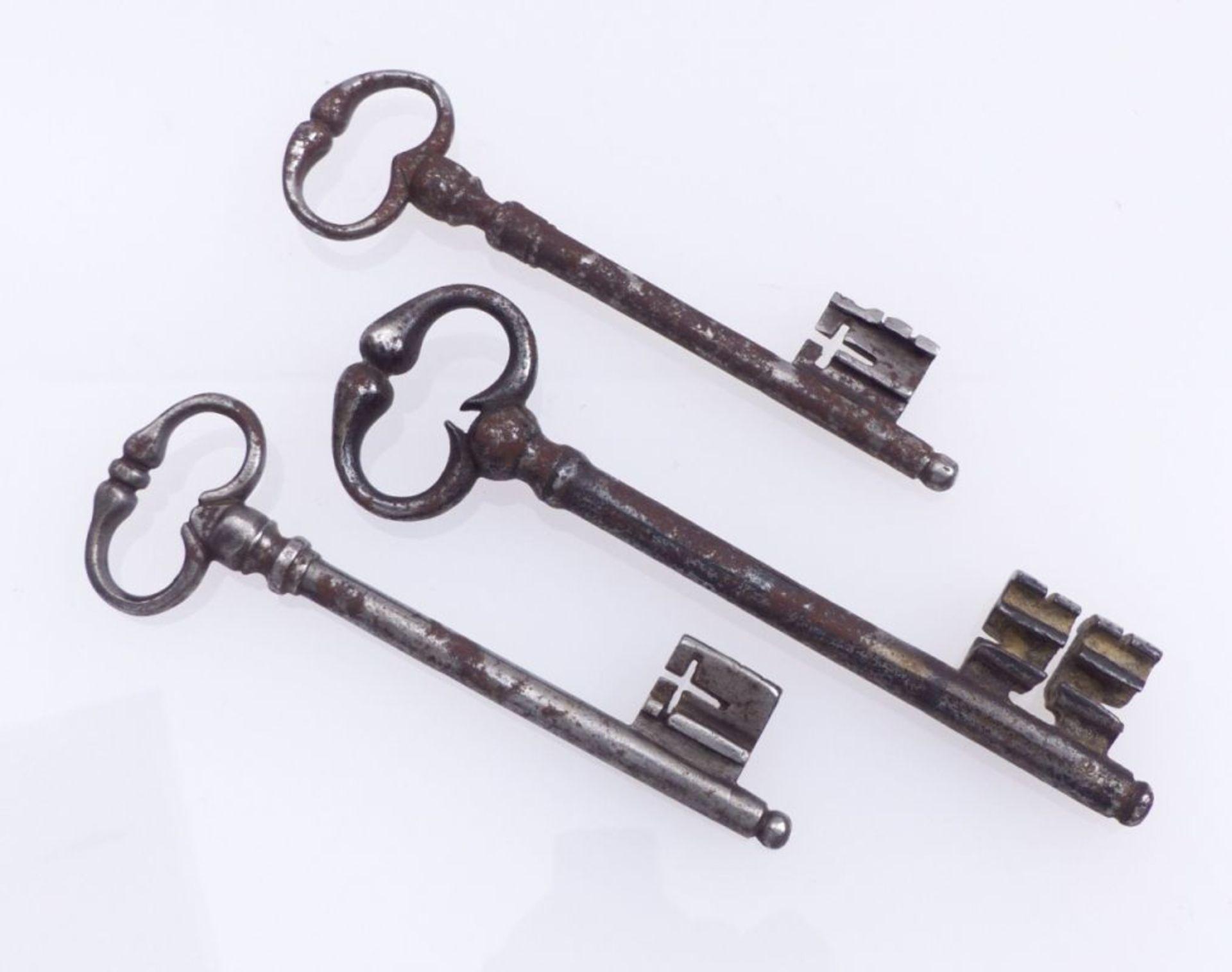 Konvolut von drei Schlüsseln - Bild 2 aus 2