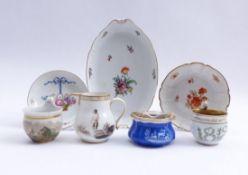 Sieben Teile Porzellan