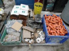 Aproximadamente 50 cargas para esmeril, aproximadamente 2000 piezas de tornillo con tuerca y rondana