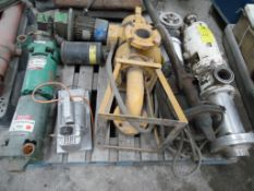3 bombas para agua diferentes capacidades; 1 bomba sumergible de 3.5 hp; 1 bomba hidráulica con