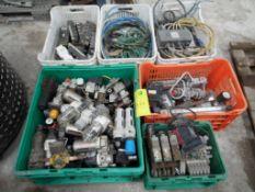 Lote de aproximadamente 50 filtros reguladores y lubricadores para aire con trampas para agua;