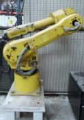 Robot Fanuc, mod M-16iB (20) con tablero de control. (Fanuc robot, mod M-16iB (20) with control