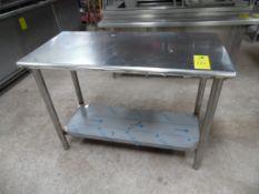 1 mesa de acero inoxidable con entrepaño, 1.22 cm de largo, 60 cm de ancho, 90 cm de alto. (1