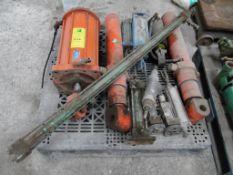 4 pistones hidráulicos varias medidas y capacidades; 2 motores neumáticos; 6 pistones neumáticos