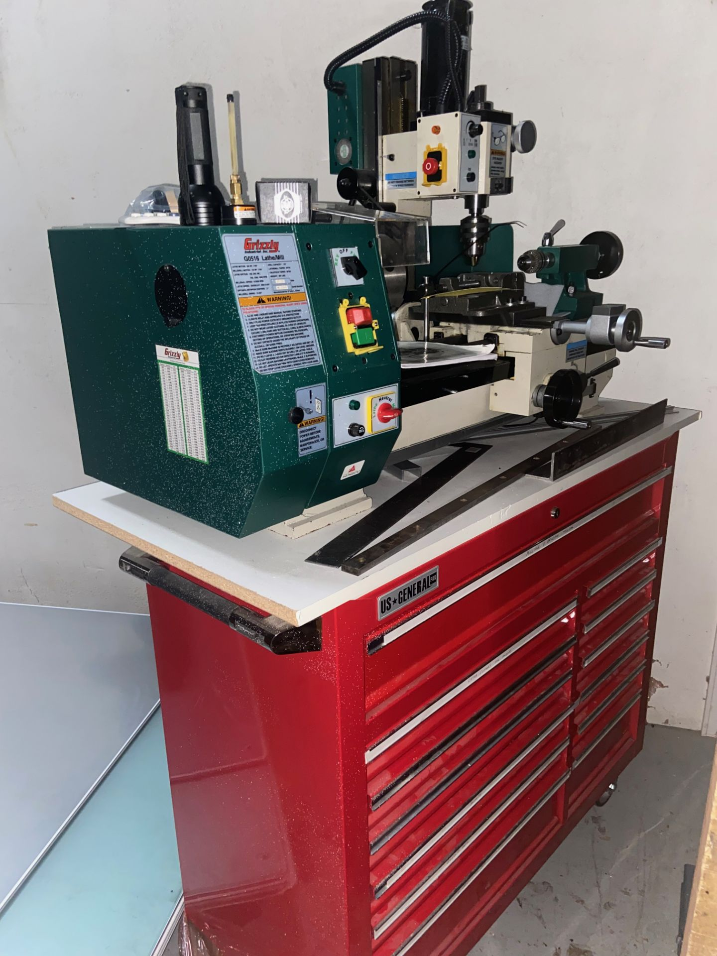 Grizzly Industrial Lathe/Mill, Model# G0516, Serial# MO120045, Lathe Motor 3/4 hp, 110V, 150-2400 - Image 2 of 12