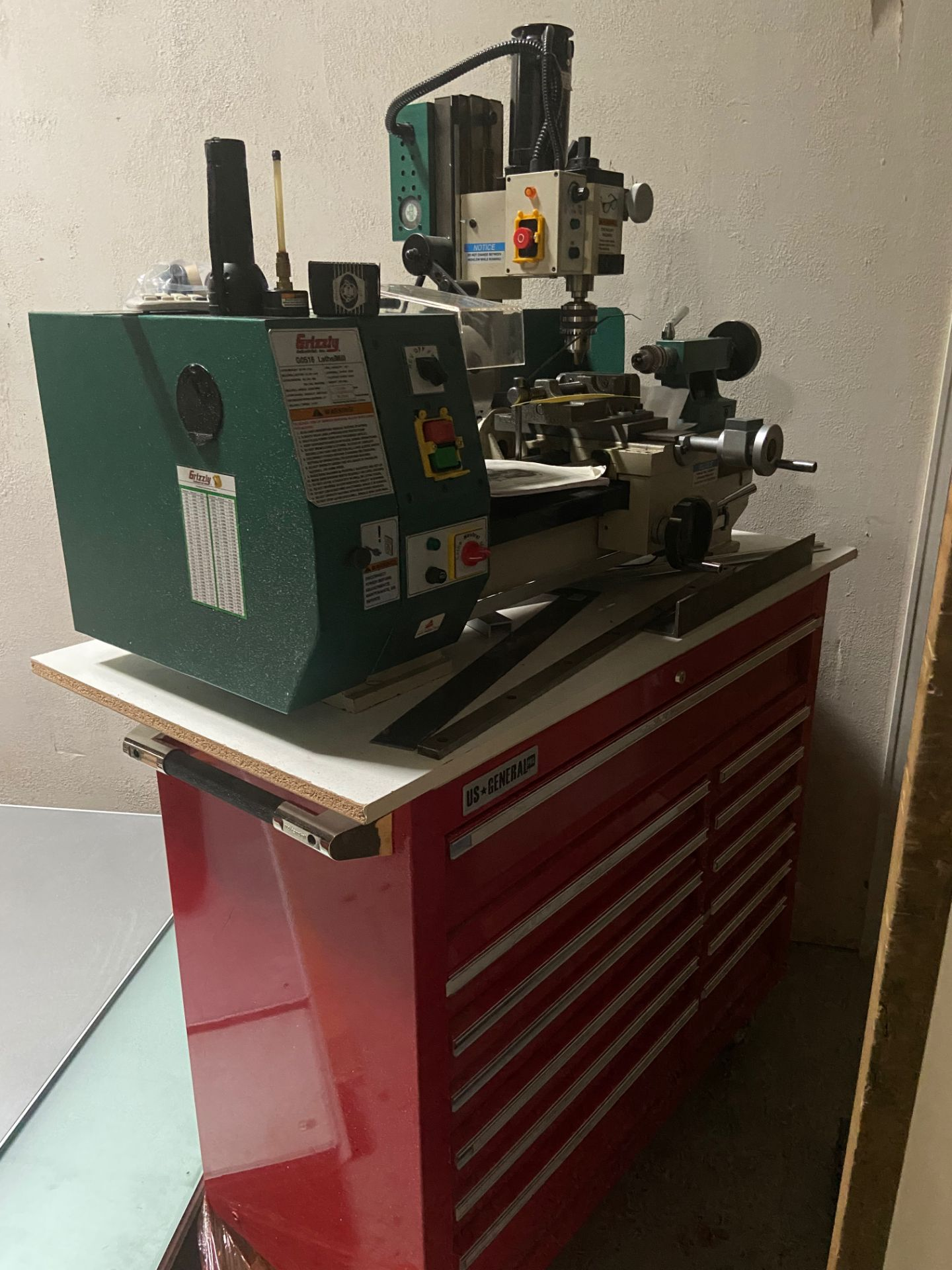 Grizzly Industrial Lathe/Mill, Model# G0516, Serial# MO120045, Lathe Motor 3/4 hp, 110V, 150-2400 - Image 5 of 12