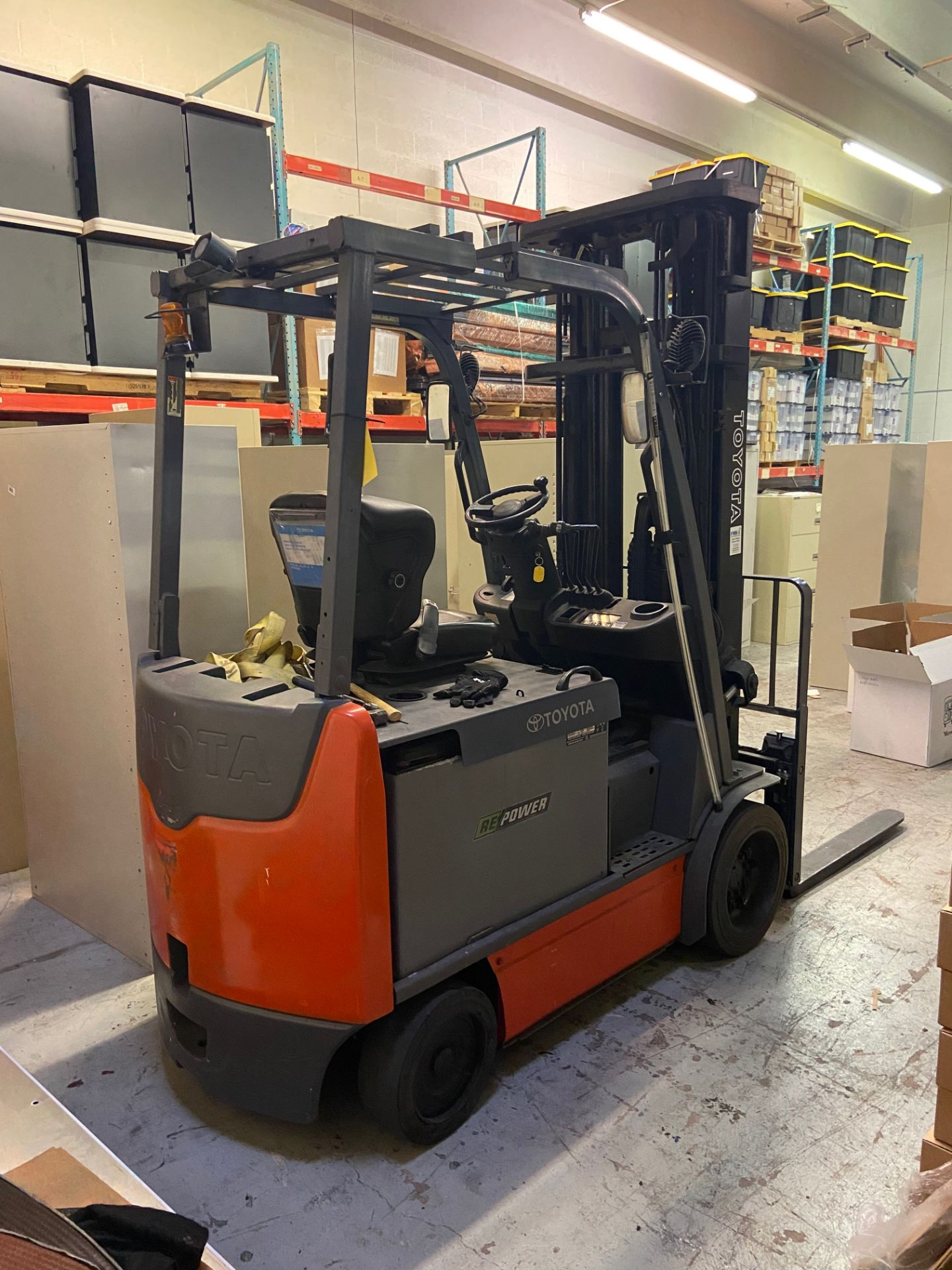 Toyota Electric Forklift Truck, Model# 8FBCU30, Serial# 60709, Truck Weight 8920 lbs, 12,273.2