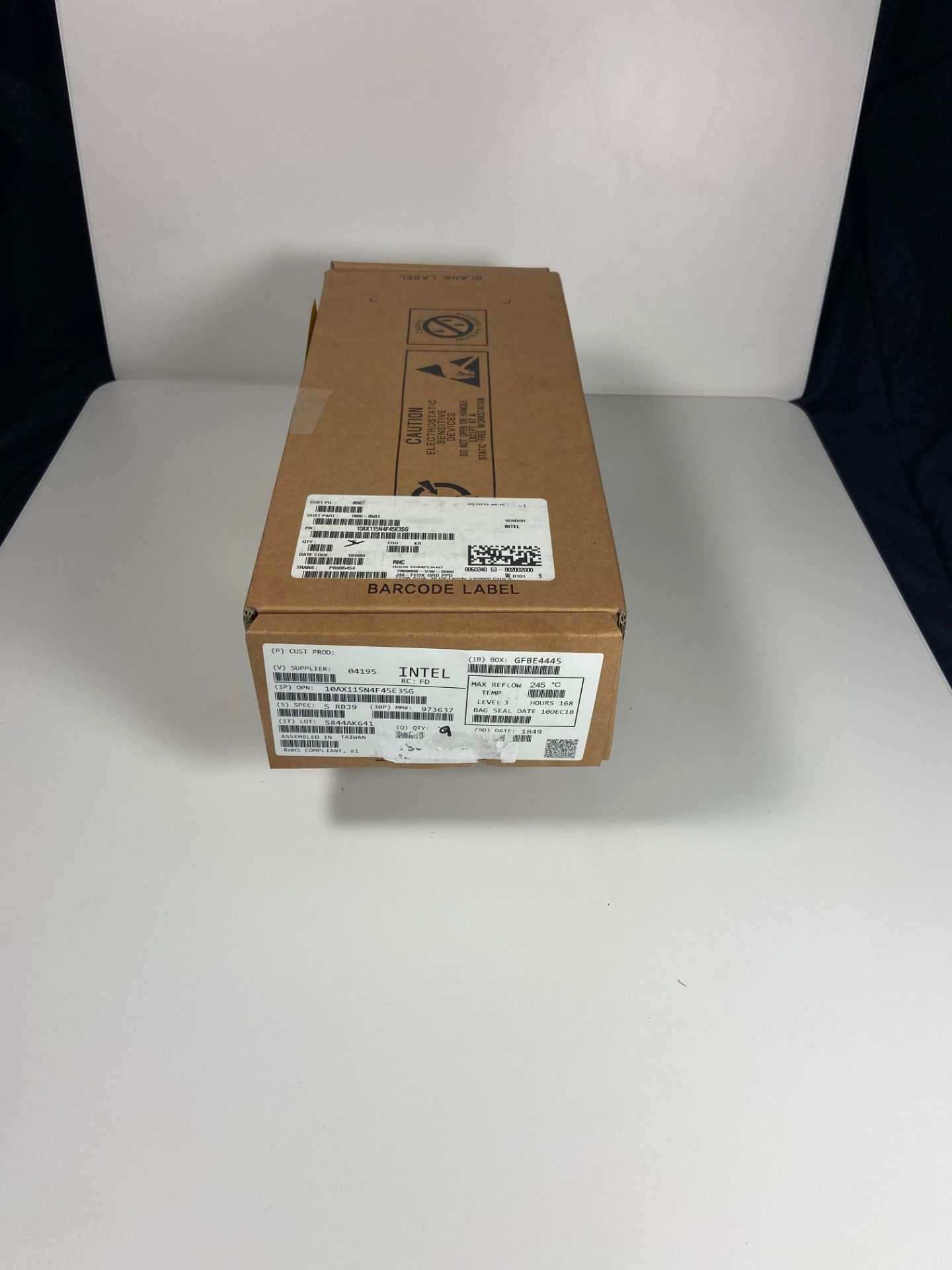Intel 10AX115N4F45E3SG, QTY 9, FPGA Arria 10 GX Family 1150000 Cells 20nm Technology 0.9V - Image 2 of 6