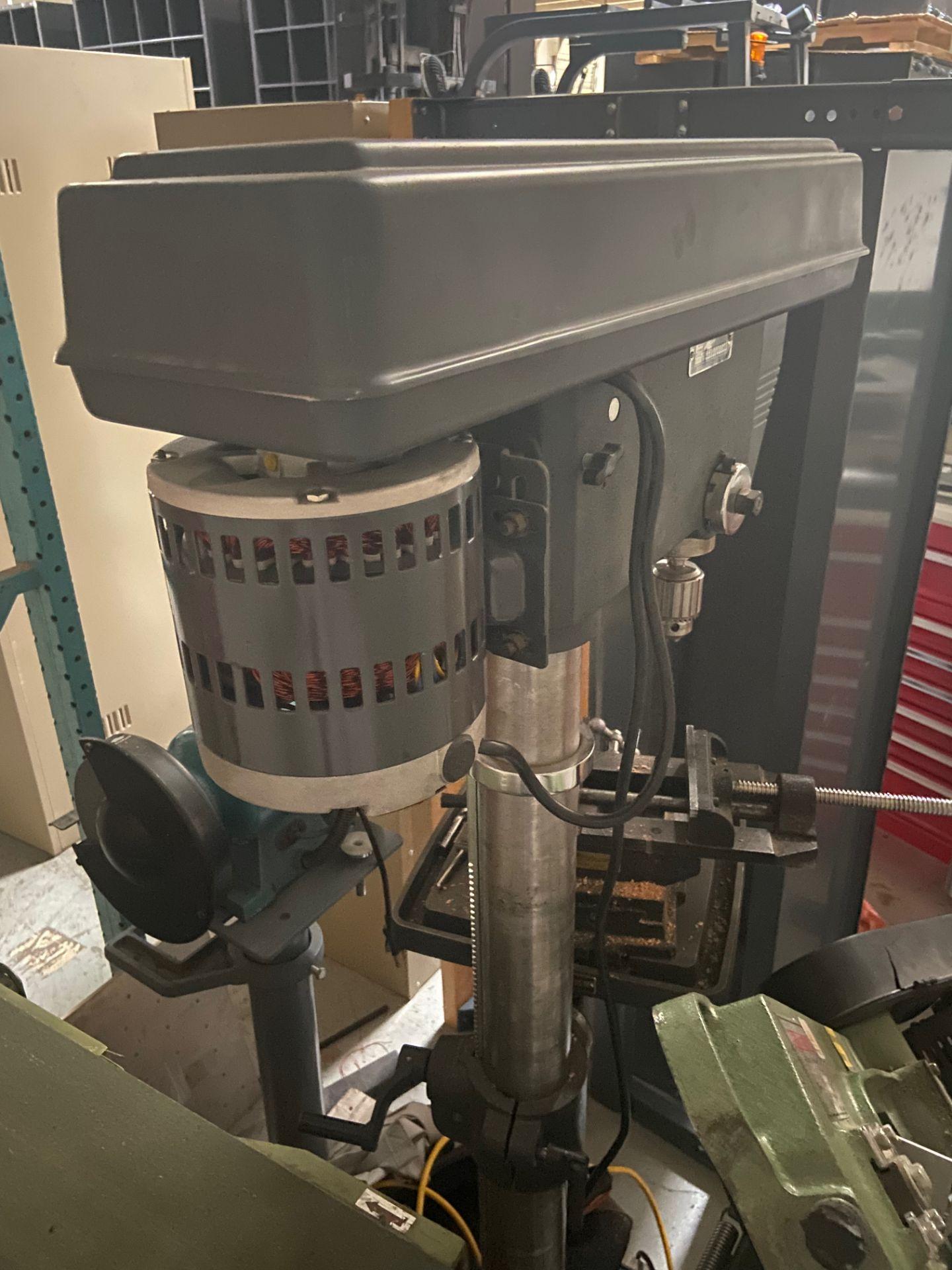 "Sears/Craftsman 17"" Drill Press, 5/8"" Chuck, 200-3630 RPM, Model# 113.213171, Serial# 961870038, - Image 5 of 6"